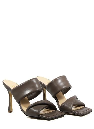 Nemesis Shoes Nemesis Shoes Gerçek Deri Topuklu Kadın Terlik Vizon